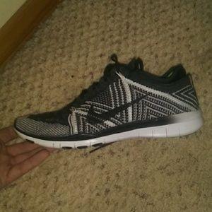 Womans nike flynet Athletic shoe